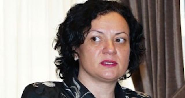 """Министър Ивелина Василева участва в дискусионния форум """"Опазването на околната среда - обща грижа на общините и държавата"""""""