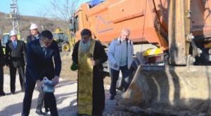 Кметът на Варна Иван Портних по време на първата копка на проекта за управление на отпадъците