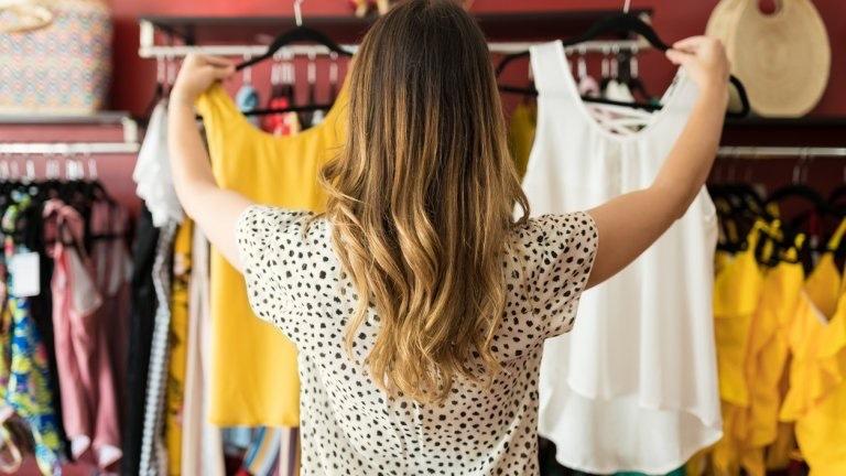 Бързата мода носи бърз боклук, а рециклирането на дрехи не решава проблема.